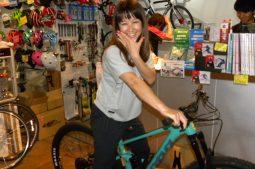 プロスキーヤー鈴木彩乃さんにKONAのハイスペックMTBをご購入頂きました!