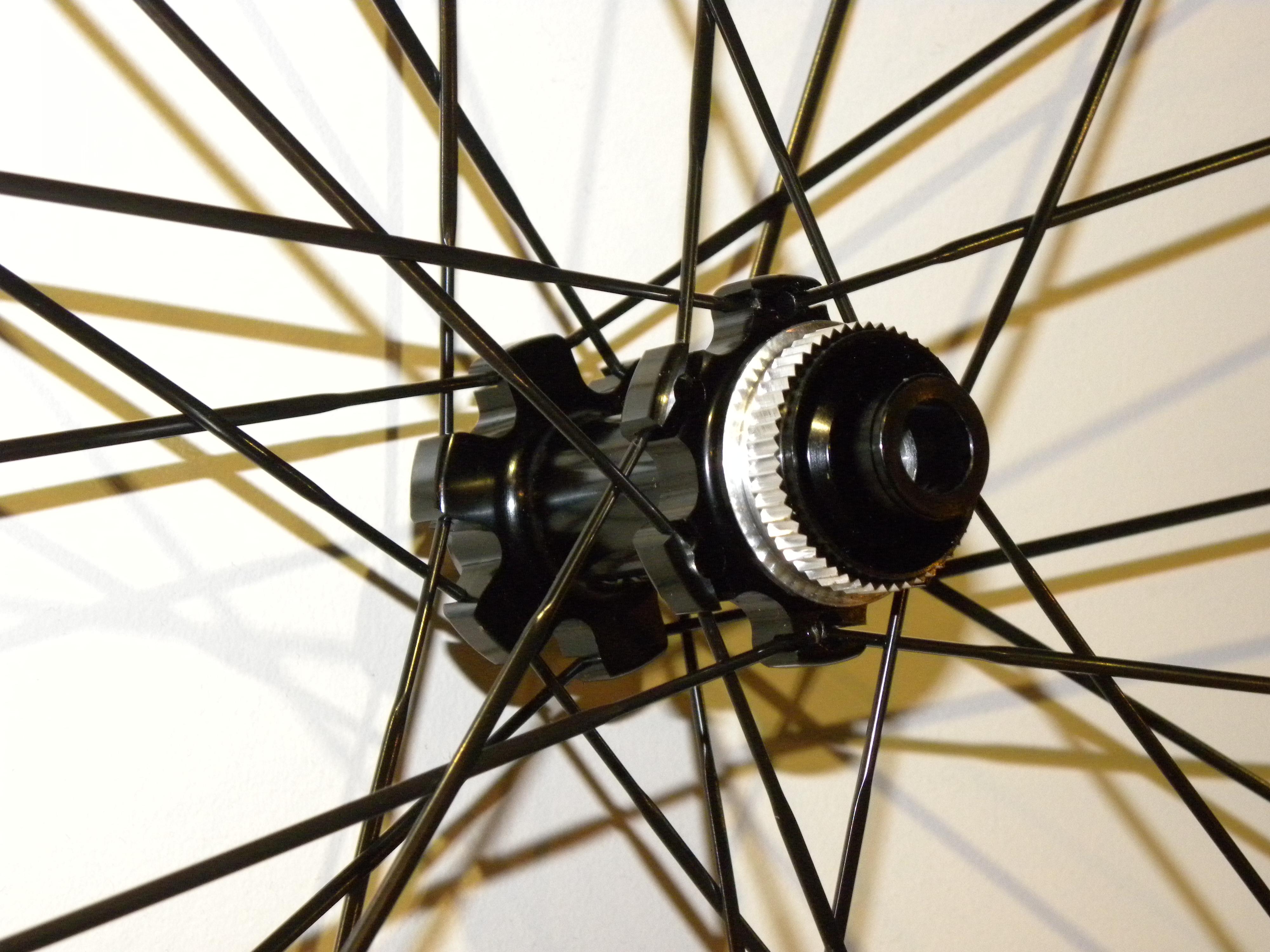 Vueltaのホイールが当店に初入荷!その名もR25 SL DB!
